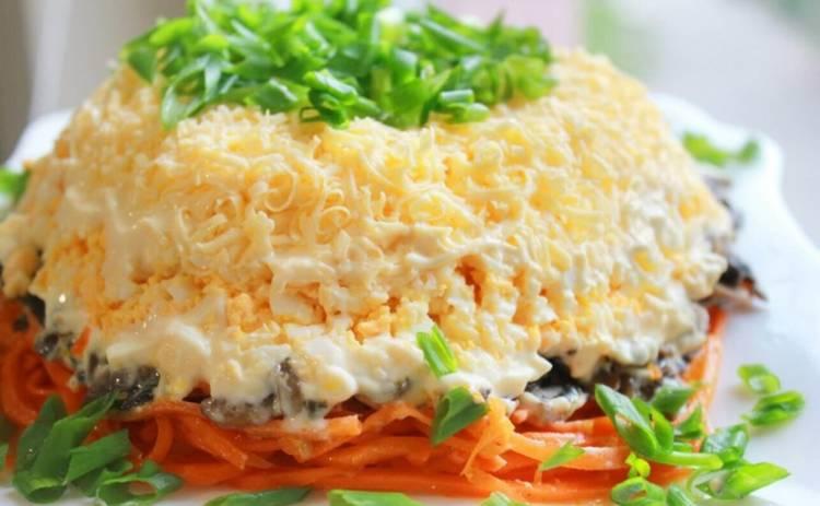 Оригинальный салат с курицей и шампиньонами для тех, у кого нет времени (рецепт)
