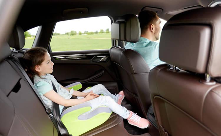 Пометка для родителей: 4 правила перевозки ребенка в машине