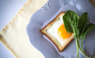 Яичница по-французски в хлебе на завтрак (рецепт)