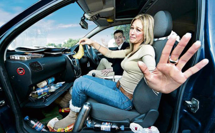 Почему в машине неприятно пахнет