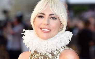 Леди Гага поучаствовала в фотосессии топлес