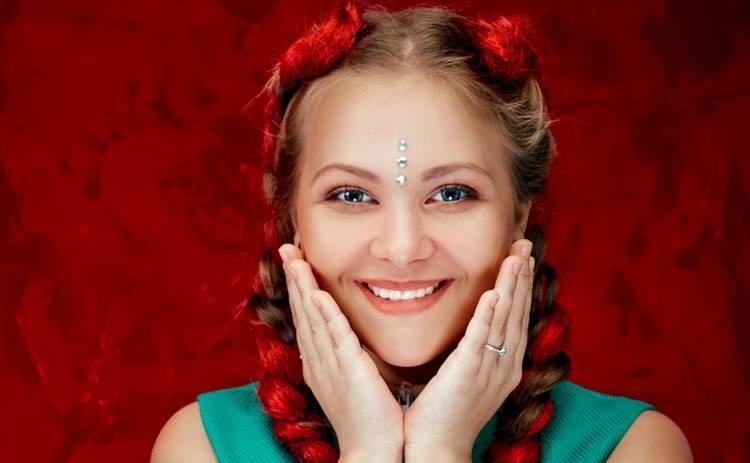 Вероника Коваленко представила акустическую версию трека «Скажи»