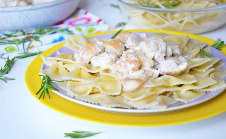Куриное филе в сырном соусе (рецепт)