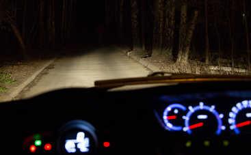 Какие визуальные обманы возникают на осенней дороге ночью