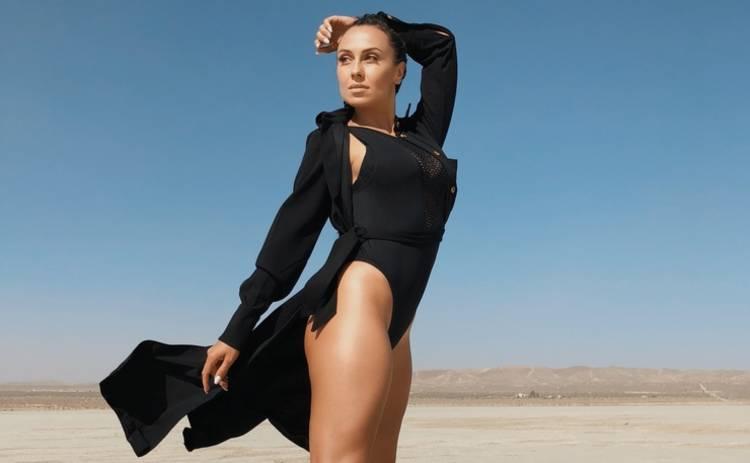 Сексуальная диджей NANA справилась с бурей в калифорнийской «пустыне»