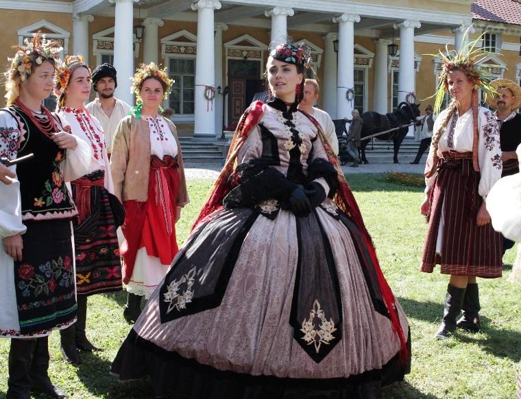 zvezda-seriala-krepostnaya-kseniya-mishina-moya-geroinya-pohozha-na-daryu-saltykovu-1