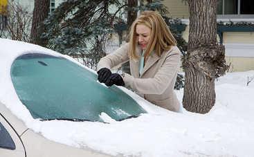 Как быстро разморозить стекло автомобиля: 3 полезных советов