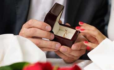 Почем мужчина не делает любимой предложение руки и сердца