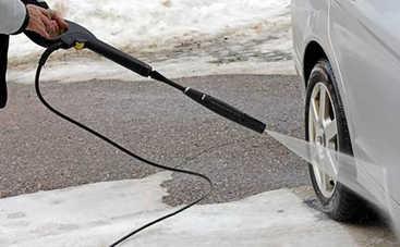 6 правил, как мыть автомобиль зимой: советы для автоледи
