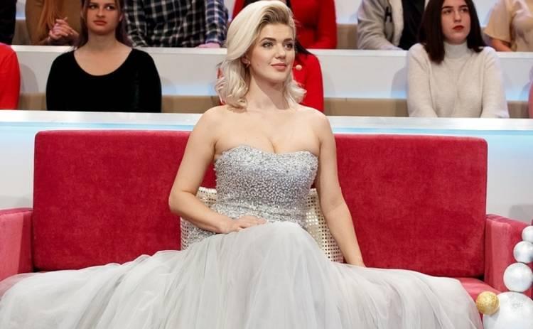 Интимный момент: Елена Филонова показала, что хранит в своем декольте