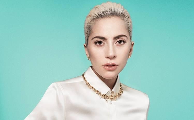 В «голом» ажурном платье: эффектная Леди Гага на светском мероприятии