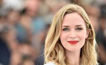 Пышные рукава и богатое декольте: Эмили Блант посетила кинопремьеру