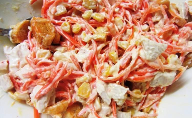 Шикарная закуска за 10 минут: салат с колбасой и корейской морковкой (рецепт)