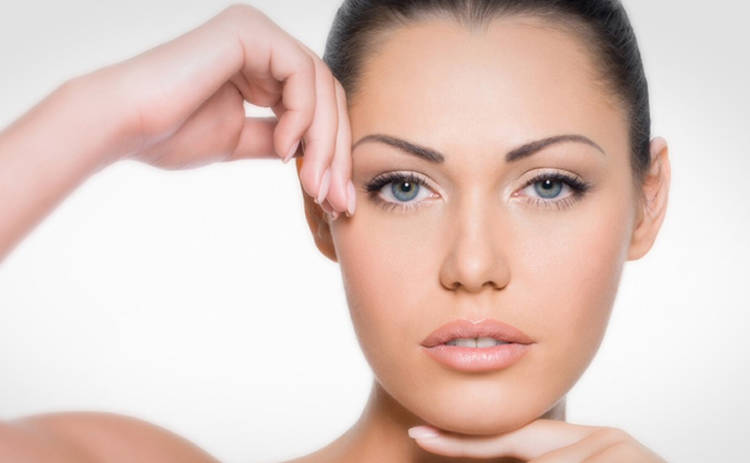Что делать, если кожа шелушится: эксперты рассказали, как избавиться от сухости