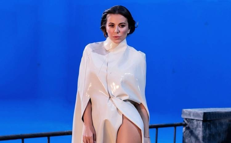 Тонкая талия, пышная грудь: Ани Лорак восхитила откровенным платьем