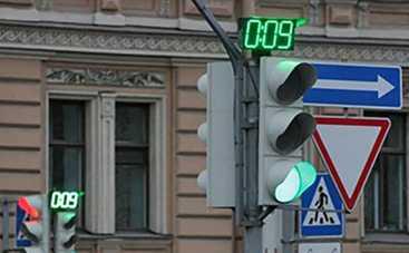Как нужно проезжать на мигающий зеленый свет светофора