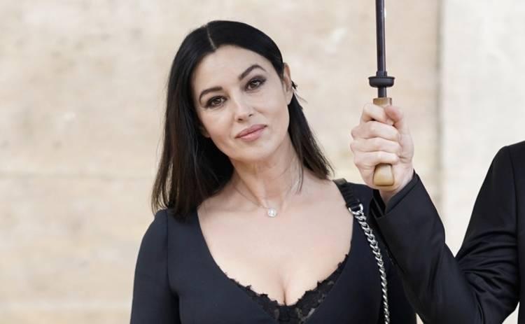 Выглядит превосходно: 54-летняя Моника Беллуччи поделилась пикантным снимком