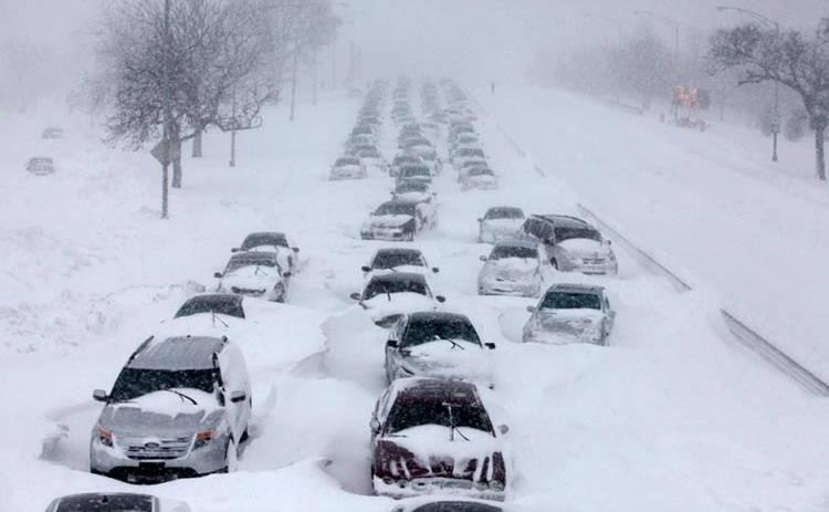 «Снежный» плен на дорогах и как к нему подготовиться: советы от автогонщика