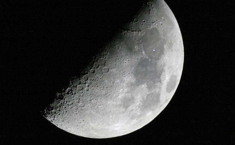 Опубликован первый в истории снимок обратной стороны Луны