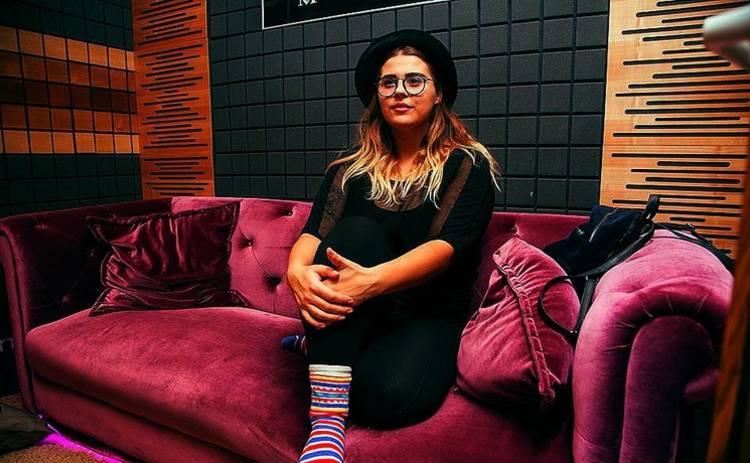О личном: Солистка группы KAZKA призналась, что влюблена