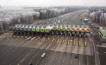 Когда в Украине начнут строить первую платную дорогу: заявление Новакова