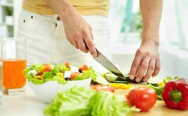 Салат «Яркий праздник», кулинарный подарок на День влюбленных (рецепт)