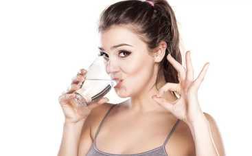 Почему полезно пить воду утром натощак