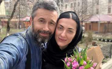 Сила любви: Сергей и Снежана Бабкины показали, как вместе занимаются йогой