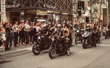 Красавицы в нижнем белье провели флешмоб на мотоциклах Harley Devidson