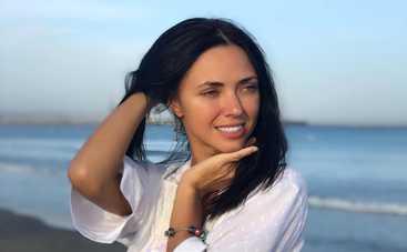 Вика из «НеАнгелов» похвасталась ярким сексуальным нарядом на Бали