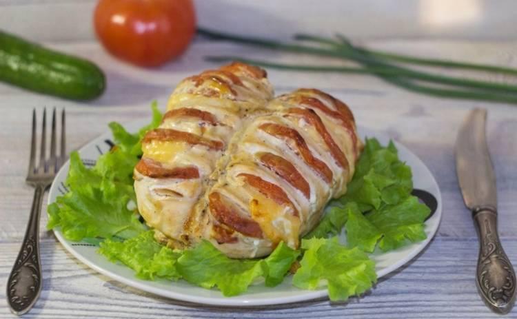 Готовим на 8 марта: куриное филе с помидорами и сыром «София» (рецепт)