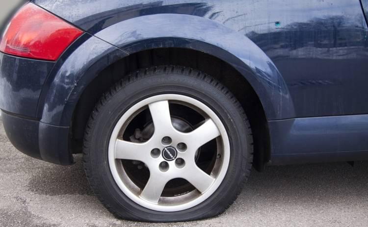 Как во время движения узнать, что пробито колесо