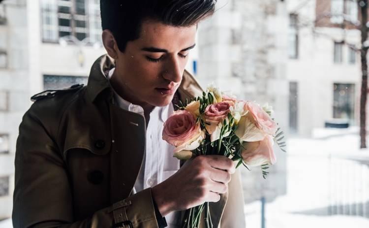 Почему мужчина может отталкивать любимую женщину