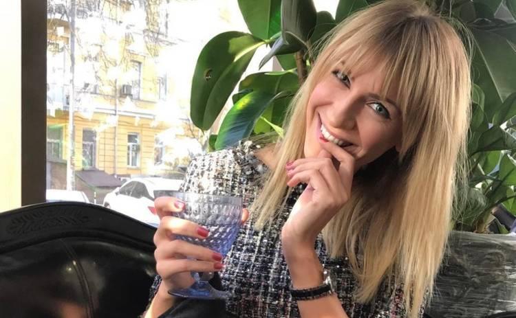 «Как кинозвезда»: Леся Никитюк с красной помадой показала стильный look
