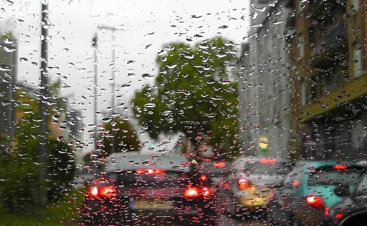 Откуда берется вода в салоне авто: как бороться с проблемой