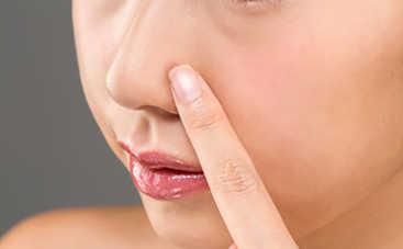 Проблемы с кожей лица из-за неправильно подобранной косметики: 4 основные причины