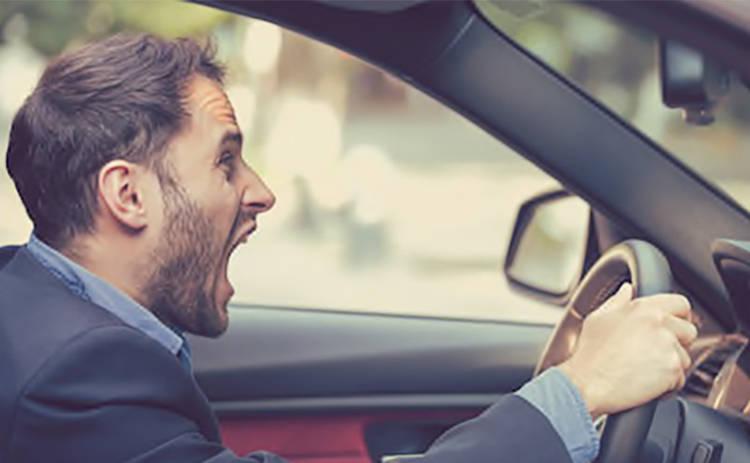 Кто эмоциональнее за рулем: женщины или мужчины