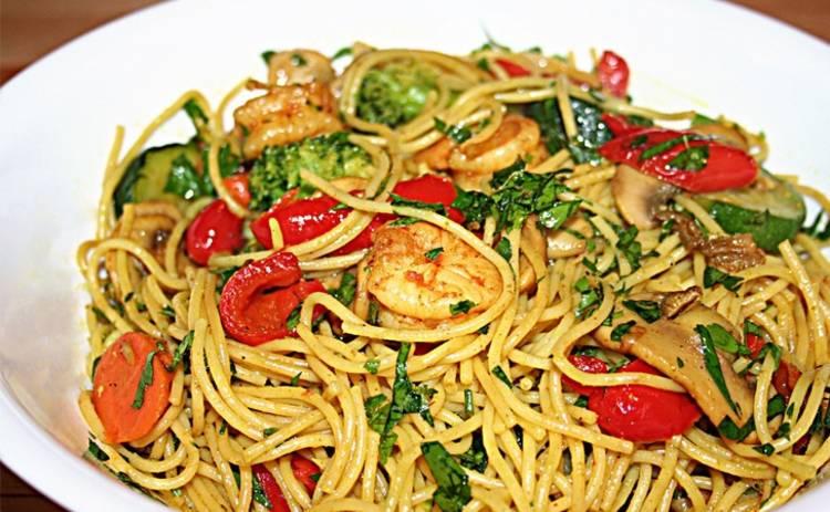 Постная вкуснятина! Спагетти с овощами и соевым соусом (рецепт)