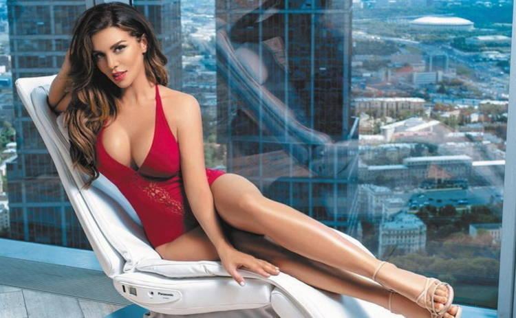 36-летняя Анна Седокова в леопардовом бикини похвасталась роскошным бюстом