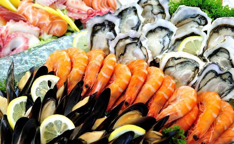 Креветки, кальмары, рапаны, устрицы, мидии: как проверить морепродукты на свежесть?