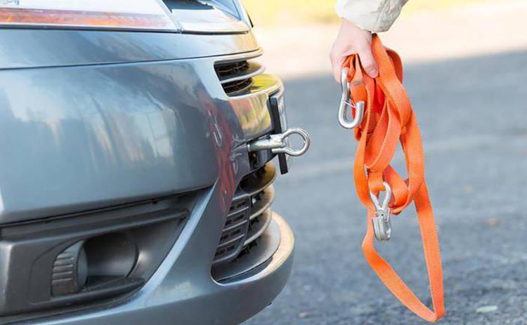 Как вести себя водителям во время буксирования машины