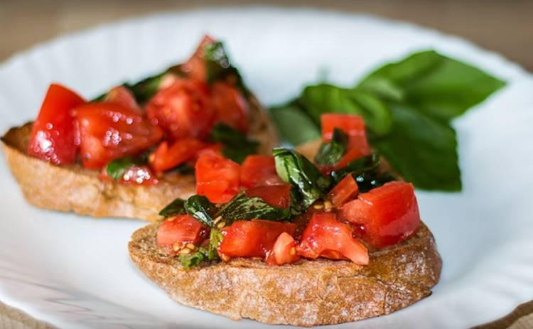 Итальянская кухня! Брускетта с помидорами и базиликом (рецепт)