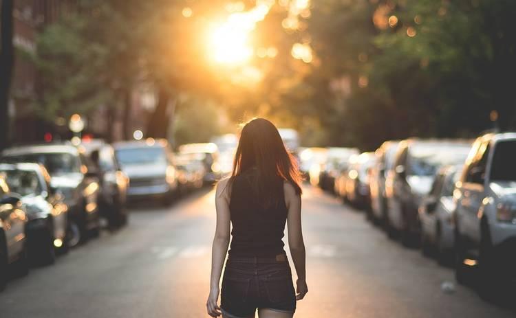 Девушка-автосигнализация покорила соцсети: видео набирает миллионные просмотры