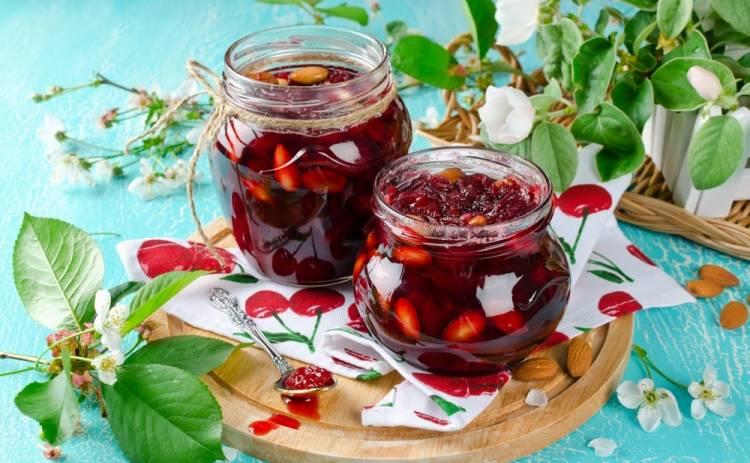 Джем из яблок с вишней и миндалем (рецепт)