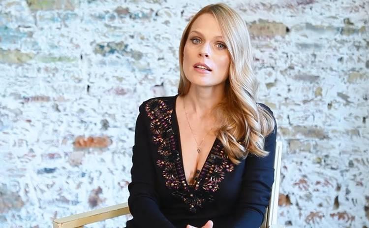 Оля Фреймут попросила подписчиков выбрать для нее платье на важное мероприятие