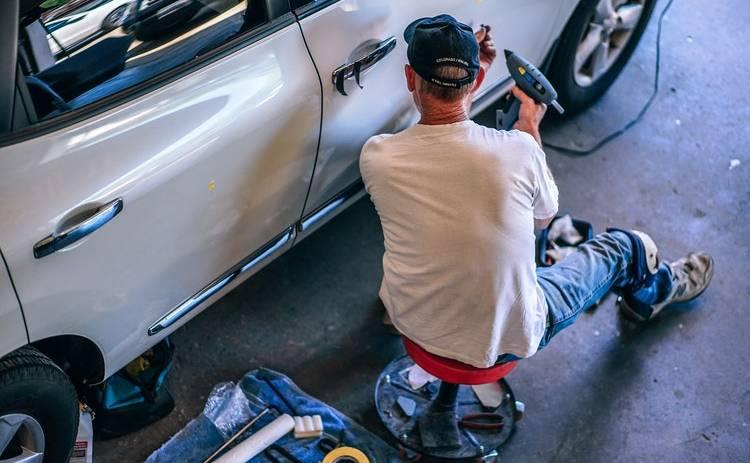Кто может устранить царапины на кузове: маляр или полировщик