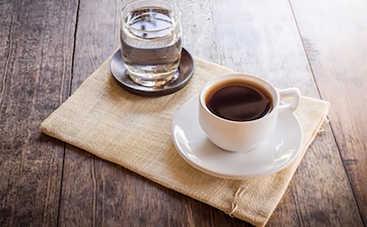 Почему нужно запивать кофе водой
