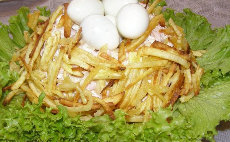 Пасха 2019: Салат «Гнездо» на праздничный стол (рецепт)
