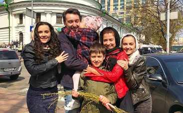 Ведущий «Один за всех» Михаил Присяжнюк рассказал о семейных пасхальных традициях