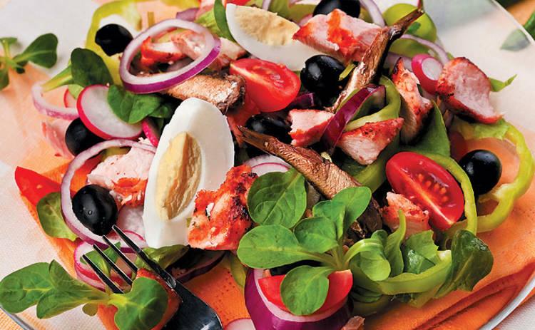 Салат со шпротами «Экзотика» — простой и вкусный рецепт